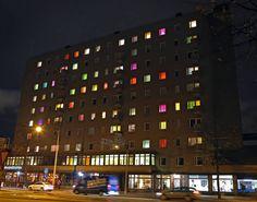 Vallilainen taloyhtiö teippasi ikkunoihin silkkipaperia.