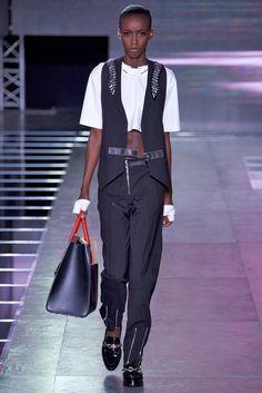 Coleção // Louis Vuitton, Paris, Verão 2016 RTW // Foto 17 // Desfiles // FFW