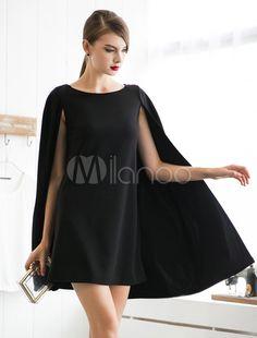 Vestido corto con escote ovalado tipo capa