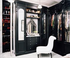 65 Stylish And Exciting Walk-In Closet Design Ideas from DigsDigs. If you have the extra closet space, why not take advantage of it? Closet Walk-in, Closet Vanity, Black Closet, Closet Bedroom, Closet Space, Closet Ideas, Master Closet, Closet Doors, Closet Mirror