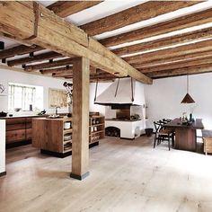 Madera natural en casa de René Redzepi (chef en Noma, Copenhague)  --> dinesen, nordic home, scandinavian interior, flooring, kitchen, interior, suelo de madera, cocina