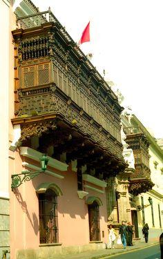 https://flic.kr/p/8NRpiD | Balcon de la cancilleria de Lima | Tomada con Nikon F3, lente Nikkor-H 50mm f/2, pelicula Kodak proimage 100