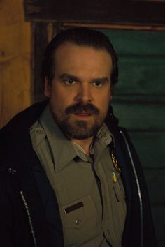 """David Harbour received a Golden Globes nom for Best Supporting Actor for his role as Chief Hopper in """"Stranger Things,"""" and OMG WE'RE STOKED. Stranger Things Spoilers, Stranger Things Characters, Watch Stranger Things, Stranger Things Steve, Stranger Things Season 3, Stranger Things Aesthetic, Stranger Things Netflix, David Harbour Stranger Things, Hopper Stranger Things"""