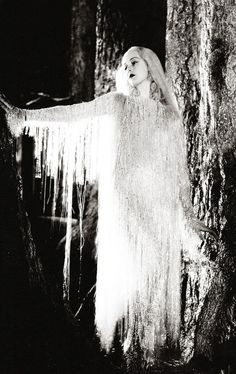 Anita Louiseas Titania in AMidsummerNight's Dream (1935)