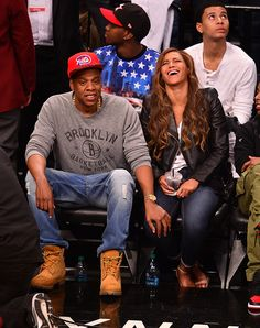 Beyonce and Jay Z Brooklyn Nets - Beyonce and Jay Z Date Night - Cosmopolitan Hot Couples, Celebrity Couples, Celebrity Dresses, Famous Couples, Jessie J, Worst Celebrities, Celebs, Beyonce Family, Couple
