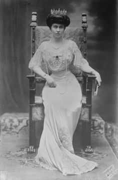 Elisabeth of Romania (born on 12 October was Queen consort of King George II of Greece. Emperor Wilhelm II arranged the match. She was queen consort from and afterwards the couple lived in exile. The marriage was unsuccessful, and they were divorced. Princess Victoria, Queen Victoria, Edwardian Fashion, Vintage Fashion, 1918 Fashion, Edwardian Era, Neues Palais, King George I, Greek Royalty