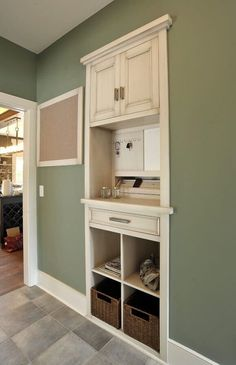 Home Remodeling Mudroom Love this recessed custom built-in dropzone. Looks like it was built between the studs. My New Room, Home Organization, Organization Station, Organizing Mail, Built Ins, Home Projects, Layout Design, Design Ideas, Home Kitchens