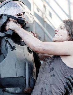 The Walking Dead Walking Dead Series, Fear The Walking Dead, Mejores Series Tv, Maggie Greene, Talking To The Dead, Lauren Cohan, Television Program, Action Poses, Daryl Dixon
