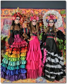 One way people celebrate Día de los Muertos or Day of the Dead is through costumes. Check out the best skull-inspired ones here. Halloween Makeup Looks, Halloween Make Up, Halloween Party, Mexican Halloween Costume, Halloween Sewing, Halloween Horror, Halloween Ideas, Costume Catrina, Sugar Skull Kostüm