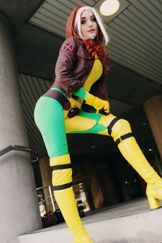 Not usually much of a cosplay nut, but superhero cosplay + girl = nifty. Live rogue one of my fav xmen