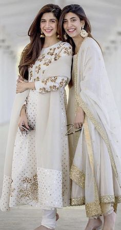 Trendy Dress Designs 2019 In Pakistan Pakistani Formal Dresses, Pakistani Dress Design, Pakistani Outfits, Indian Dresses, Indian Outfits, Red Lehenga, Anarkali Dress, Lehenga Choli, White Anarkali