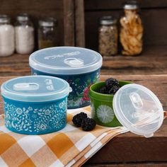 The Pioneer Woman Round Food Storage with Vent Container Set, Set of 3, Multiple Colors - Walmart.com