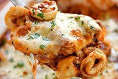 Beefy Cheese Tortellini Bake is loaded with tortellini, marinara sauce, and mozzarella cheese for a pasta dinner that the whole family will love! Cheese Tortellini Recipes, Cheesy Pasta Recipes, Tortellini Bake, Pasta Bake, Greek Recipes, Italian Recipes, Turkey Mince, Marinara Sauce, Pasta Dishes