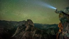 A stargazer in a head lamp sits on the edge of Glacier Point in Yosemite National Park sta. California National Parks, Yosemite National Park, Cool Pictures, Cool Photos, Beautiful Pictures, Online Travel Sites, Ciel Nocturne, Glacier Point, Nevada Mountains