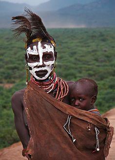 Karo mother and child, Omo Valley, Ethiopia | © Michael Sheridan