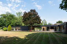 On the market: 1950s single-storey modernist property in Stoke Poges, Buckinghamshire on http://www.wowhaus.co.uk
