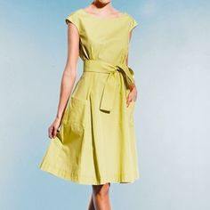 Audrey Hepburn Look, Cute Dress pattern - free. It is in French, but there are pictures, so I think I can figure it out. Found the PDF after Translating. Think it would look great in different color and different belt. French Sizing 38, 42, 46 like S,M & L