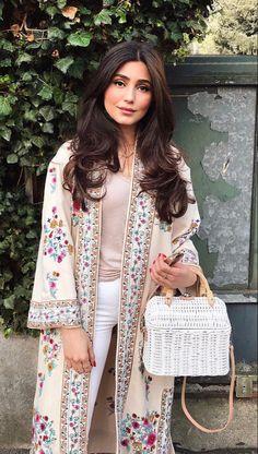 Abaya Fashion, Muslim Fashion, Kimono Fashion, Modest Fashion, Boho Fashion, Fashion Dresses, Womens Fashion, Fashion Design, Fashion Tips