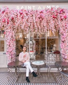 Discover recipes, home ideas, style inspiration and other ideas to try. Cafe Shop Design, Coffee Shop Interior Design, Salon Interior Design, Flower Wall Backdrop, Wall Backdrops, London Cafe, London Food, London Street, Schönheitssalon Design