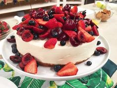 Lemon Cheesecake with Berry Topping Lemon Cheesecake, Sweet Recipes, Panna Cotta, Berries, Cooking Recipes, Pudding, Sweets, Chocolate, Baking