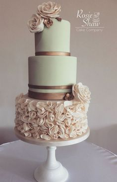 showstopping wedding cake ideas for every season Shutterfly - Wedd . showstopping wedding cake ideas for every season Shutterfly - Wedding stuff - cake Floral Wedding Cakes, Wedding Cake Rustic, Elegant Wedding Cakes, Wedding Cake Designs, Cake Wedding, Wedding Gate, Wedding Limo, Wedding Reception, Wedding Bands