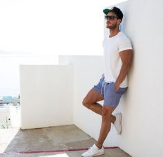 Cool 33 Best Mens Summer Casual Short Outfits http://clothme.net/2018/03/17/33-best-mens-summer-casual-short-outfits/