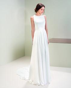 Corredera Núvia - Núvia - Vestits de Núvia i Festa, i Accessoris a Olot Crepe Wedding Dress, Crepe Dress, I Dress, Dresses Uk, Prom Dresses, Formal Dresses, Wedding Dresses, Bride Dresses, Bridal Style