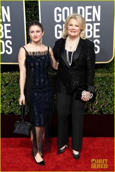 Candice Bergen in Chanel & her daughter Chloe at the Golden Globes 2019 Golden Globe Award, Golden Globes, Candice Bergen, Chloe, Daughter, Dresses, Fashion, Vestidos, Moda
