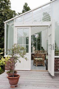 Norway House, Sweden House, Patio, Backyard, Sunroom Kits, Little Green House, Diy Greenhouse Plans, Pergola, Green House Design