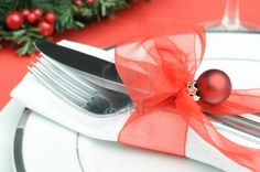 15555774-christmas-place-setting-with-red-ribbon-and-bauble.jpg 400×265 pixels