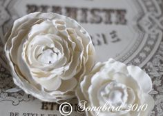 How to Make Plaster Roses (similar to instructions I've seen elsewhere but I like how she applied the rose to the little box)
