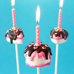 how to make birthday cake - cake pops and slice cake pops - tutorial by niner bakes Birthday Cake Cookies, Cookie Cake Birthday, Birthday Cake Pops, Cupcake Cookies, Girl Birthday, Birthday Ideas, Cake Pop Tutorial, Marshmallow Pops, Cute Cakes