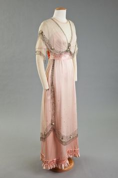 ~Evening dress, 1909-10. Goldstein Museum of Design~