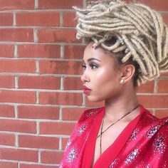 Instagram / indiana.ifill Blonde Faux Locs If you've always wanted those beautiful blonde locs that Beyonce keeps sporting, go do it! When you find the right shade of blonde for you, and it will change from skin shade to skin shade, you'll find that the look is easier to pull off when you first may have thought. Just look at this beautiful blonde!