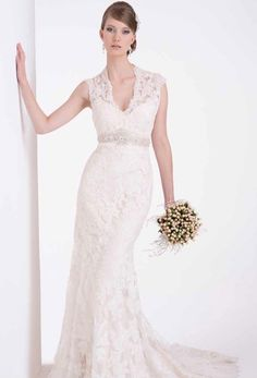 Stunning lace vintage wedding dress with flattering v neck