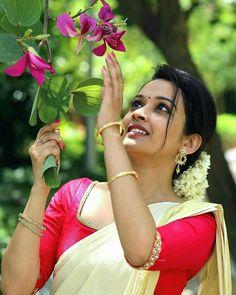Kerala Wedding Photography, Wedding Couple Poses Photography, Girl Photography, Photography Ideas, South Indian Actress Photo, Indian Actress Photos, Indian Actresses, Girl Pictures, Girl Photos