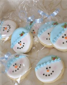 I made similar cookies only they were dipped oreos. These are sugar cookies with royal icing Snowman Cookies, Christmas Sugar Cookies, Cute Cookies, Christmas Sweets, Christmas Cooking, Noel Christmas, Christmas Goodies, Holiday Cookies, Cupcake Cookies