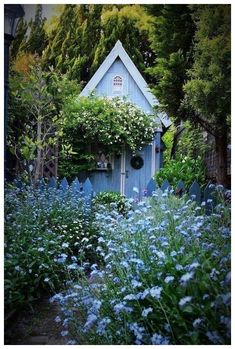 55 beautiful small cottage garden ideas for backyard inspiration 50 55 Beautiful Small Cottage Garde Small Cottage Garden Ideas, Cottage Garden Design, Home And Garden, Backyard Cottage, French Cottage Garden, Spring Garden, Back Gardens, Outdoor Gardens, The Secret Garden