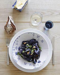 Mussels on Royal Copenhagen Blue Elements