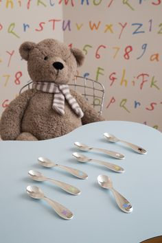Make every meal for your child a memorable one with our star pattern spoon set. #Christofle #Silver #baby #Holidayideas