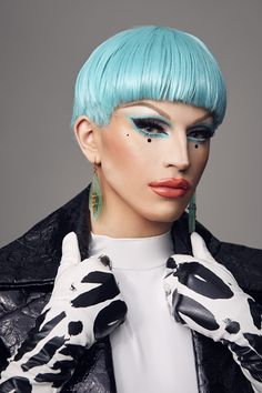 Aquaria reveals the story behind her new eye shadow palette with nyx professional makeup Drag Queen Make-up, Drag King, Drag Queens, Makeup Inspo, Makeup Inspiration, Nyx Eyeshadow Palette, Photographie Portrait Inspiration, Queen Aesthetic, Adore Delano