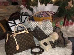 If only it could be Christmas everyday! Louis Vuitton Speedy Bag, My Bags, Louis Vuitton Monogram, Gucci, Handbags, Womens Fashion, Pattern, Christmas, Closet