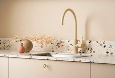 Kjøkkentrender 2021 | Byggmakker - Byggmakker Home Decor, Sink, Kitchen, Sink Tops, Decoration Home, Vessel Sink, Cooking, Room Decor, Vanity Basin