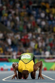 Usain Bolt of Jamaica celebrates after winning the Mens final on Day 13 of… Long Jump, High Jump, 2016 Pictures, Sports Pictures, Usain Bolt Training, Jamaican People, Beast Workout, Speed Workout, Speed Racer