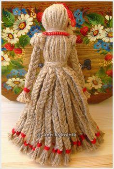 Discussion on LiveInternet - Russian Service Online Diaries Yarn Crafts For Kids, Pom Pom Crafts, Burlap Crafts, Wool Dolls, Fabric Dolls, Doll Crafts, Diy Doll, Diy Yarn Dolls, Yarn Animals