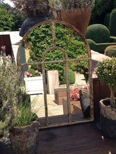 Jardines Pequeños 70 Fotos e Ideas – ÐecoraIdeas Garden Mirrors, Garden Windows, Leafy Plants, Colorful Plants, Cheap Mirrors, Small Fountains, Shabby Chic Garden, Plant Covers, Window Mirror