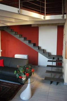 Martihouse Cagliari Martihouse offers accommodation in Cagliari. The apartment is 5 km from Poetto Beach. The kitchenette has a dishwasher and an oven. A flat-screen TV is offered.