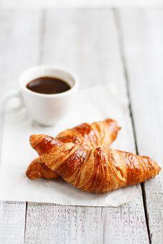 Adoro un café a la mañana o en la tarde con un poco de leche y un croissant¡¡
