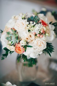 Elegant bridal bouquet in blush colours with succulents. Used flowers: Vuvuzela roses, Vendela roses, Hypericum, Spray roses, Scabiosa, Eustoma, Hydrangea, Bouvardia, Succulents and Ruscus. Designed by Floristika Klára Uhlířová Brno