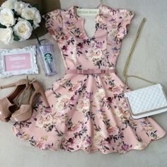 Vestido Manguinha  Clarice  Neoprene C/ BOJO FECHADO  nas costas( Estampa Flores/ Fundo Rosê)